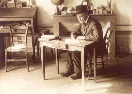Jean Henri FABRE alla sua celebra piccola tavola
